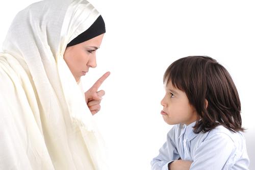 ibu menasihati anaknya