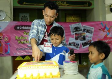 SIMBOLIS PEMOTONGAN KUE ULTAH Oleh Ketua Blogger Jakarta - Robit Mikhrojul Huda