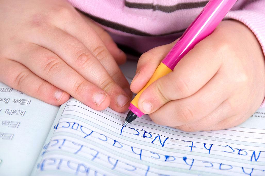 Langkah awal Mengajak Anak untuk Belajar menulis